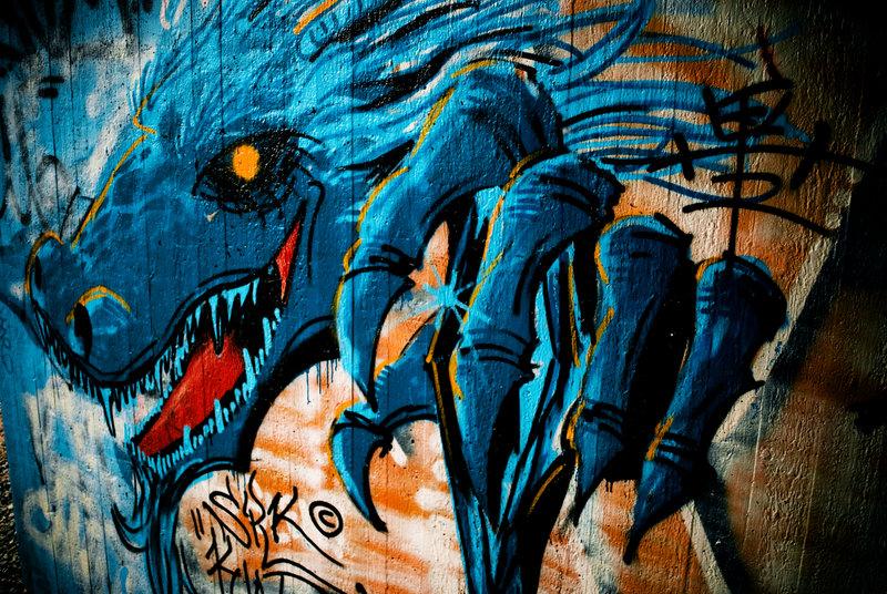 dragon_graffiti_by_mpok69.jpg